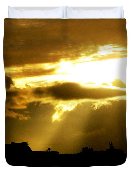 Duvet Cover featuring the photograph Leaving Kona by David Lawson