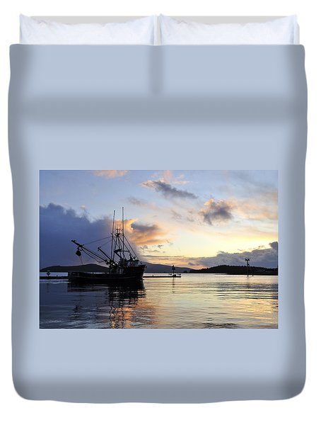 Duvet Cover featuring the photograph Leaving Safe Harbor by Cathy Mahnke