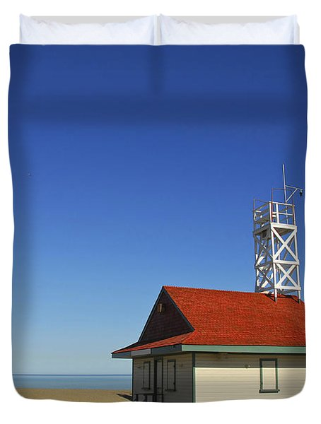Leuty Lifeguard Station In Toronto Duvet Cover by Elena Elisseeva