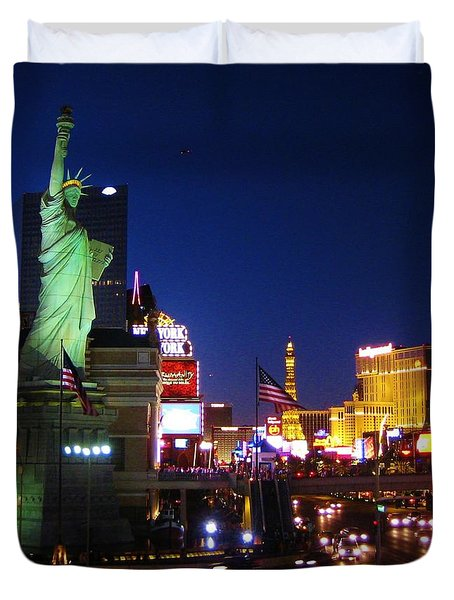 Liberty In Vegas Duvet Cover by John Malone