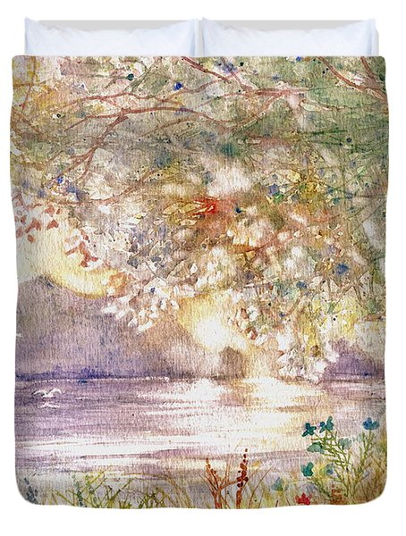 Light Through The Pass Duvet Cover by Marilyn Smith