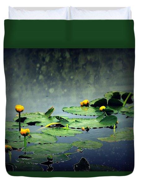 Lily Pads In The Rain At Vernonia Lake Duvet Cover by Dawna Morton