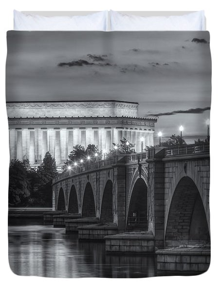 Lincoln Memorial And Arlington Memorial Bridge At Dawn II Duvet Cover by Clarence Holmes