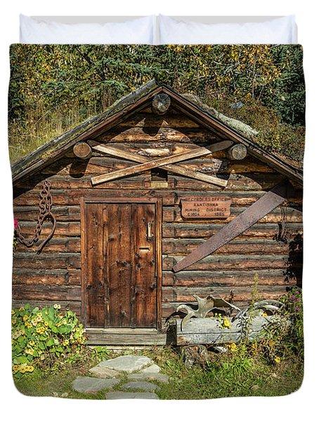 Log Cabin Kantishna, Alaska, Mnt Duvet Cover