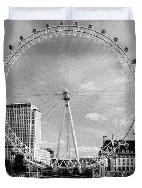 Duvet Cover featuring the photograph London Eye Head-on Bw by Matt Malloy