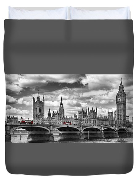 London River Thames And Red Buses On Westminster Bridge Duvet Cover