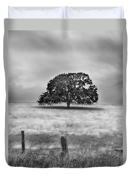 Lone Valley Oak Vertical Duvet Cover