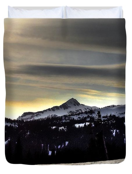 Looking West At Pyramid Peak Duvet Cover
