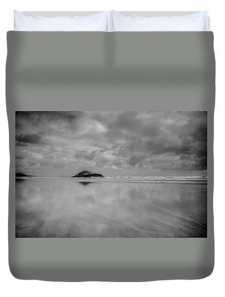 Love The Lovekin Rock At Long Beach Duvet Cover by Roxann Hurtubise
