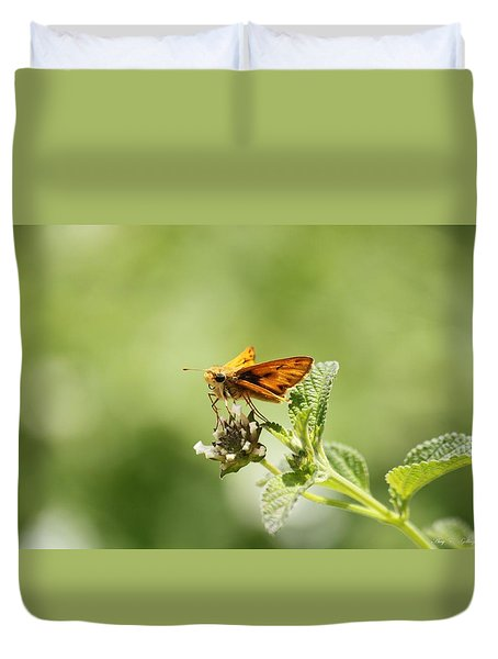 Duvet Cover featuring the photograph Lunch Time by Amy Gallagher