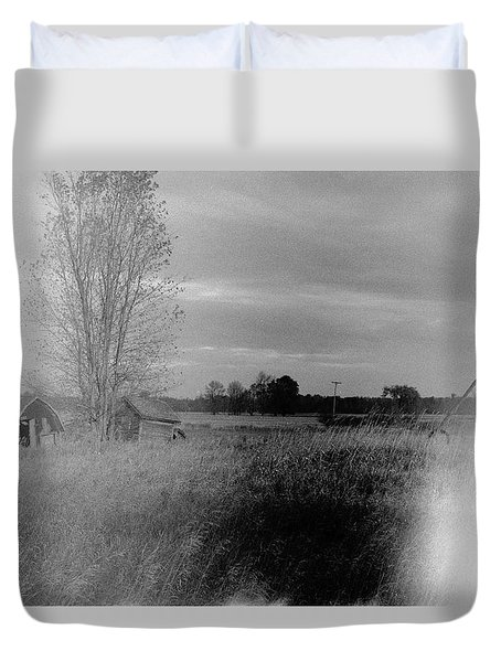 Duvet Cover featuring the photograph Maple Ridge Rd Farm by Daniel Thompson