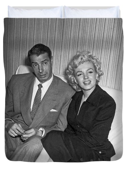Marilyn Monroe And Joe Dimaggio Duvet Cover