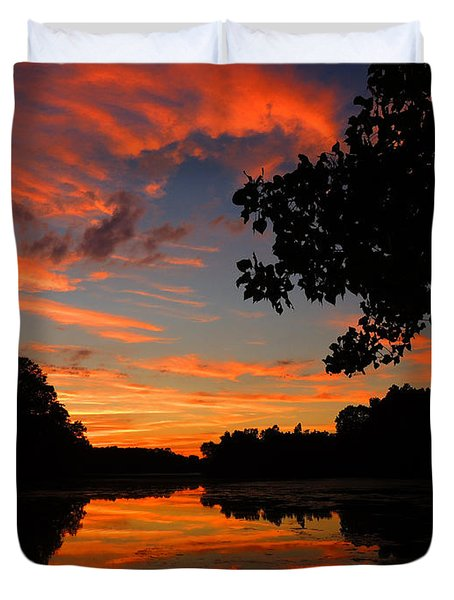 Marlu Lake At Sunset Duvet Cover