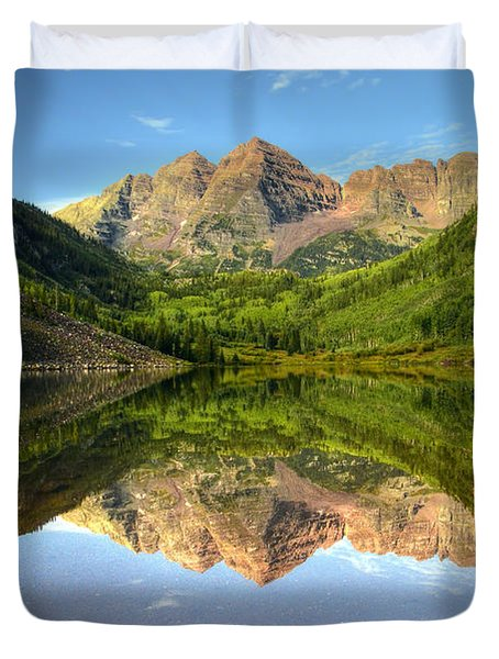 Maroon Bells And Maroon Lake Duvet Cover by Ken Smith