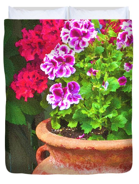 Martha Washington Geraniums In Textured Clay Pot Duvet Cover by Sandra Foster