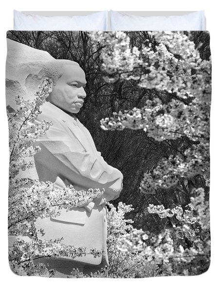 Martin Luther King Memorial Through The Blossoms Duvet Cover by Mike McGlothlen