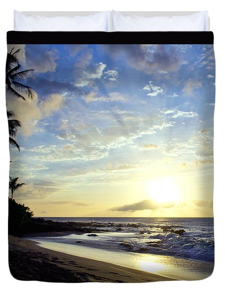 Duvet Cover featuring the photograph Maui Blast by Suzette Kallen