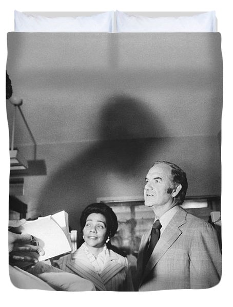 Mcgovern And Mrs. Coretta King Duvet Cover by Underwood Archives