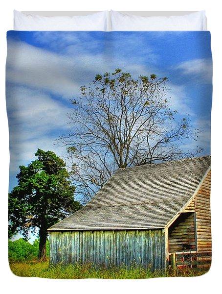 Mclean House Barn 1 Duvet Cover by Dan Stone
