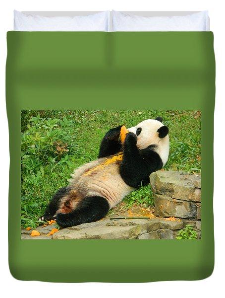 Mei Xiang Chowing On Frozen Treat Duvet Cover