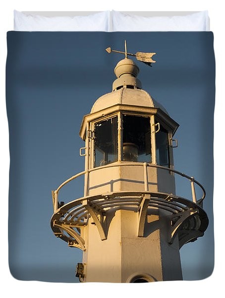 Mevagissey Lighthouse In The Evening Duvet Cover by Anne Gilbert