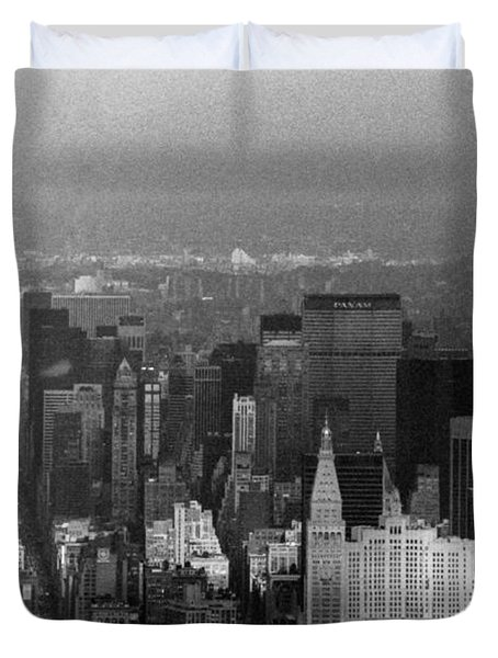 Midtown Manhattan 1980s Duvet Cover by Gary Eason