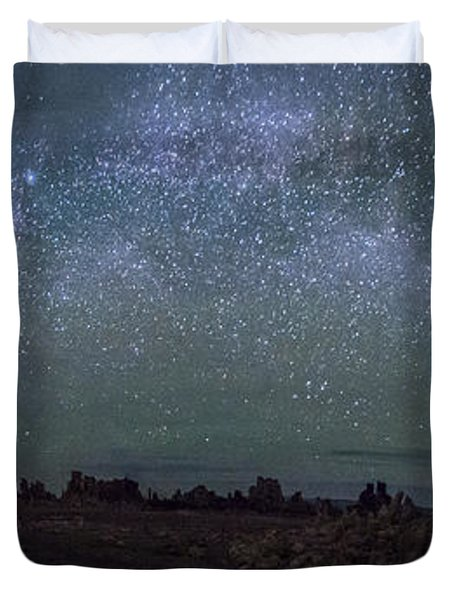 Milky Way At Mono Lake Duvet Cover