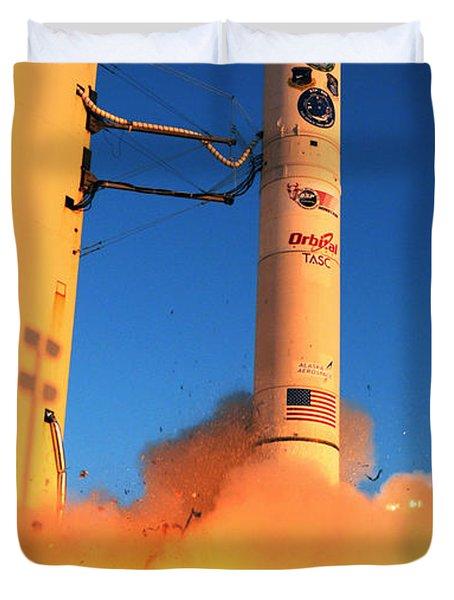 Minotaur Iv Rocket Launches Falconsat-5 Duvet Cover by Science Source