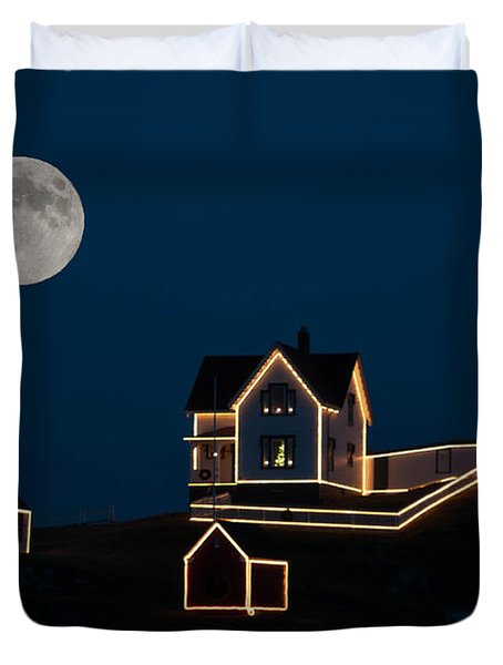 Moon Over Cape Neddick Duvet Cover by Guy Whiteley