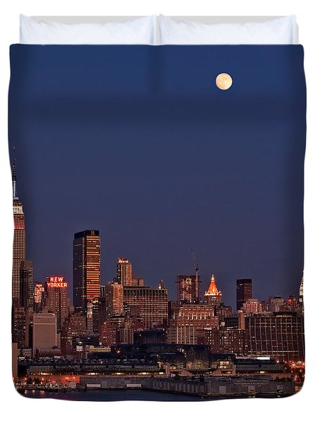Moon Rise Over Manhattan Duvet Cover by Susan Candelario