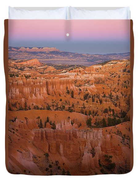 Moonrise Over Bryce Canyon Duvet Cover