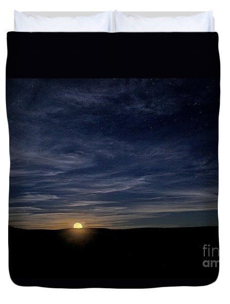 Duvet Cover featuring the photograph Moonrise In New Mexico by Martin Konopacki