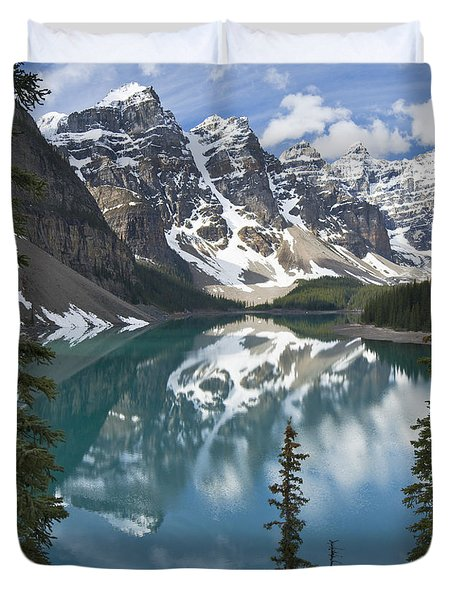 Moraine Lake Overlook Duvet Cover