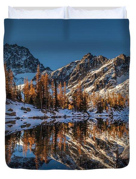 Morning At Horseshoe Lake Duvet Cover by Mike Reid