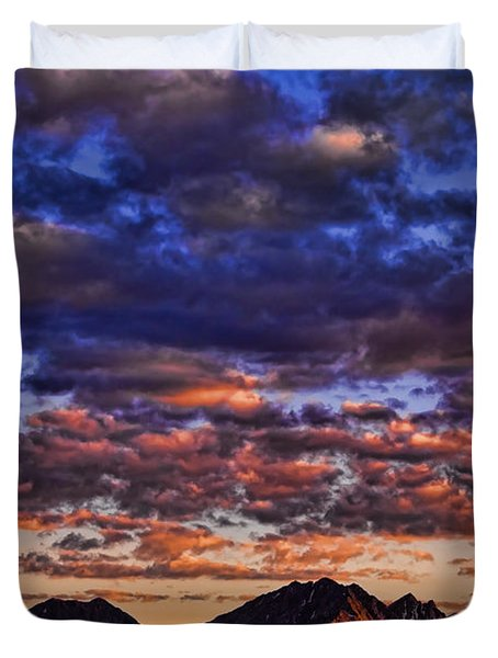 Morning In The Mountains Duvet Cover by Don Schwartz