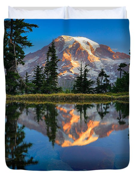 Mount Rainier From Tatoosh Range Duvet Cover by Inge Johnsson