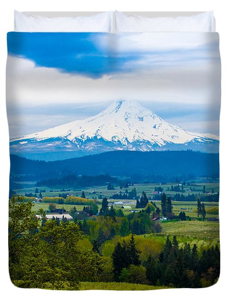Mt Hood Rises Over Hood River Valley Pear Orchards In Spring Duvet Cover