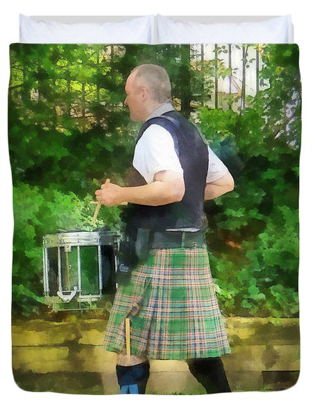 Music - Drummer In Pipe Band Duvet Cover by Susan Savad