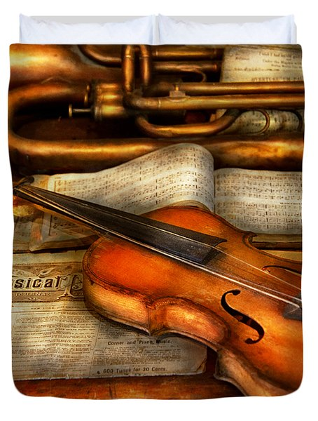 Music - Violin - Played It's Last Song  Duvet Cover by Mike Savad