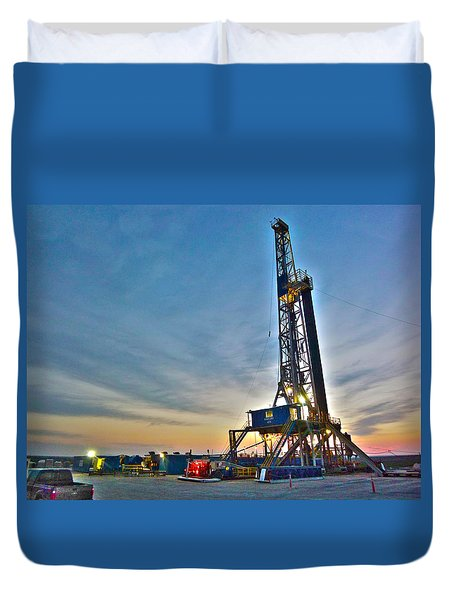 Duvet Cover featuring the photograph Nabors Rig In West Texas by Lanita Williams