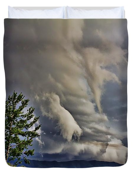 Nature Showing Off Duvet Cover