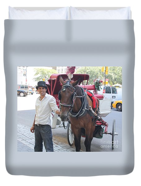 New York City Horse And Carriage Duvet Cover by John Telfer