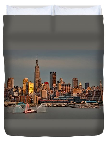 New York City Sundown On The 4th Duvet Cover by Susan Candelario