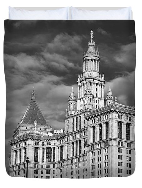 New York Municipal Building - Black And White Duvet Cover