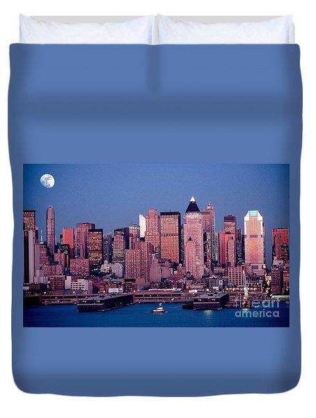 New York Skyline At Dusk Duvet Cover