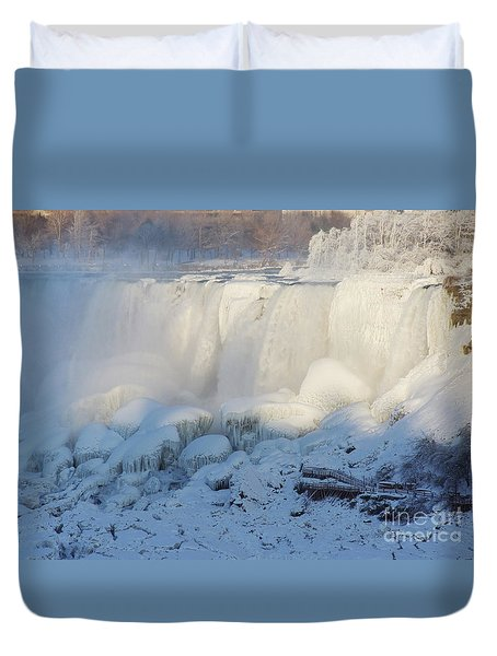 Duvet Cover featuring the photograph Niagara Falls In Winter by Phil Banks