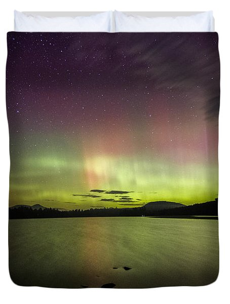 Northern Lights Over Ricker Pond Duvet Cover