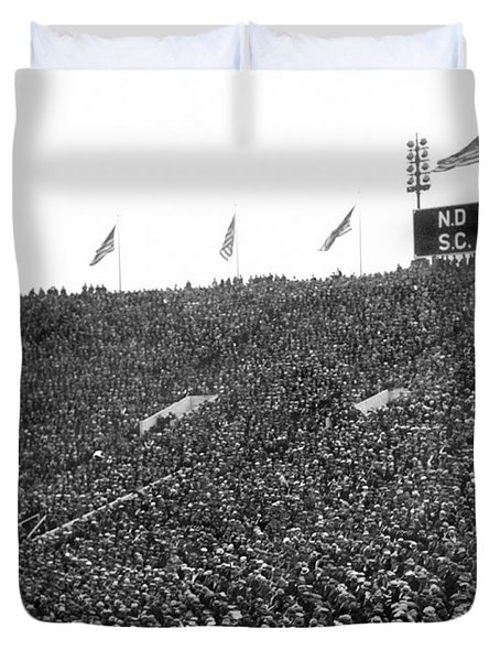 Notre Dame-usc Scoreboard Duvet Cover by Underwood Archives