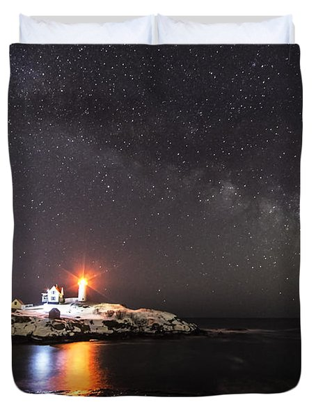 Nubble Light With Milky Way Duvet Cover by Patrick Fennell