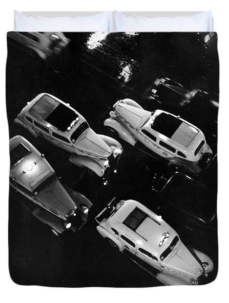 Ny Taxis On A Rainy Night Duvet Cover